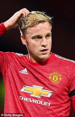 Donny van de Beek 'doesn't fit' at Manchester United, according to Rafael van der Vaart