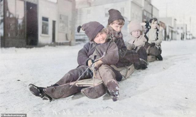 Children enjoy a sleigh ride in 1900.For the Alaskan town residents of Barrow, located just 800 miles from the North Pole, a day can last three months. When the sun rises in Barrow on May 10, it doesn't set again for three months. Then in November, the sun sets and doesn't come up again for another three months