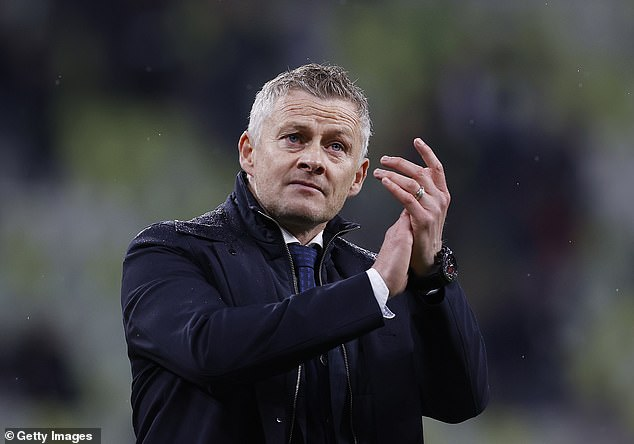 Ole Gunnar Solskjaer insists that Manchester United are still trying to sign a new striker
