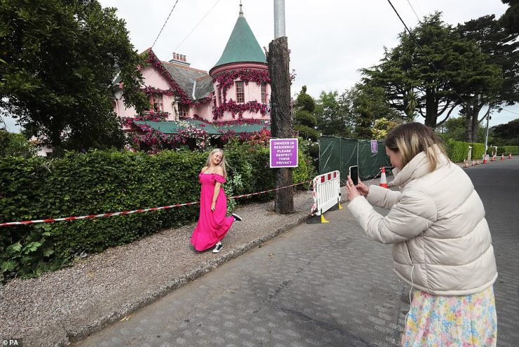 Picture perfect: Fans flocked to take snaps of the flower-adorned enchanting home in nearby Greystones