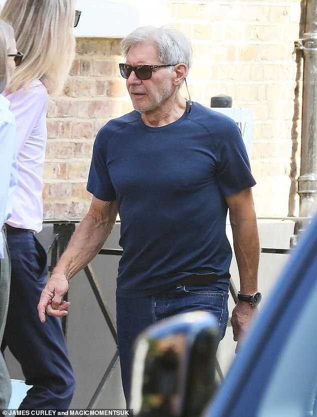 Keen:Leaving the store he appeared to have already put the watch on his wrist, eager to test out his new purchase