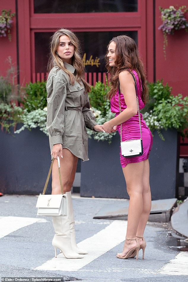 Corresponding to!  The Nader sisters carried their items in coordinating white handbags