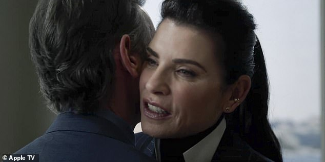 The final seconds show Alex doing a sit-down interview with Julianna Margulies, who makes her debut on the series as reporter Laura Peterson