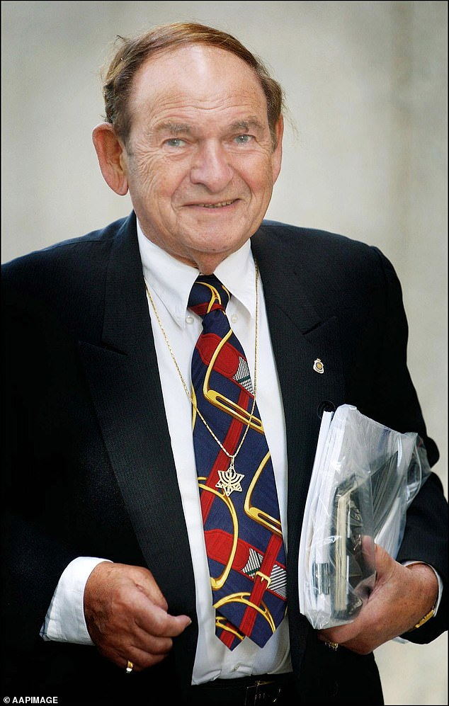 Abe Saffron on his way to the Federal Court in Perth in 2002. Saffron was linked to the underworld and Geoffrey Edelsten