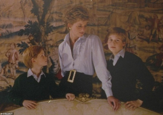 The Christmas card from 1993, in which Prince William shows a remarkable similarity to his son, Prince George