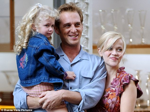 Sweet home alabama star dakota fanning lived up to her name by fanning the flames of sequel . Reese Witherspoon And Dakota Fanning Spark Speculation About A Possible Sequel To Sweet Home Alabama Daily Mail Online