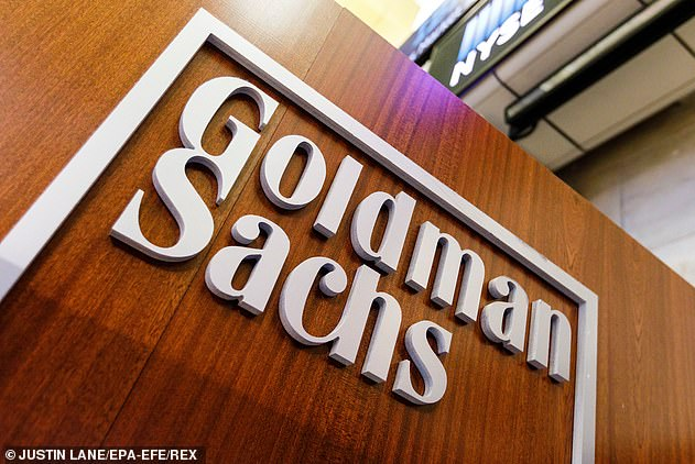Goldman Sachs is under pressure to offer graduate workersa pay rise, after rivals raised comparable fixed salaries for their American recruits