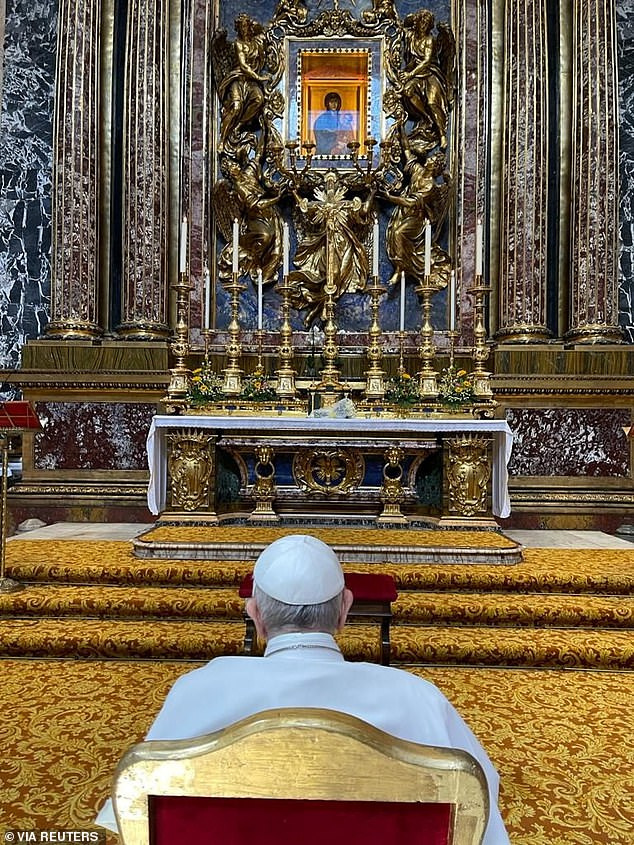 After leaving the hospital, the Pope sat and prayed in front of the icon of the Virgin Mary in the Basilica di Santa Maria Maggiore