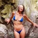 Paulina Porizkova shows off her supermodel figure in a bikini in Costa Rica 💥👩💥