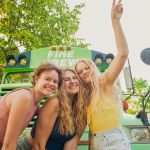 3 women who learned they were dating the SAME man travel the country together in an old school bus 💥👩💥