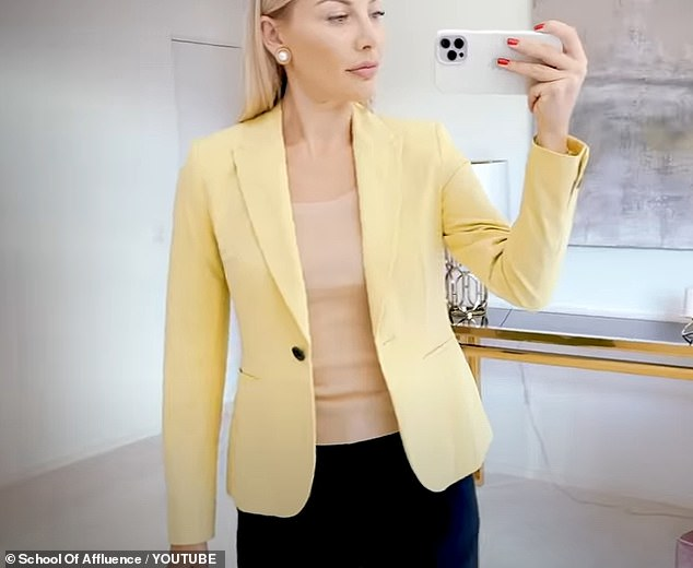 Anna revealed that shewould not recommend buying blazers from Zara as the fabric is thin and wrinkles easily, making it look cheap