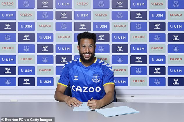 Andros Townsend has completed his free transfer to Everton after leaving Crystal Palace