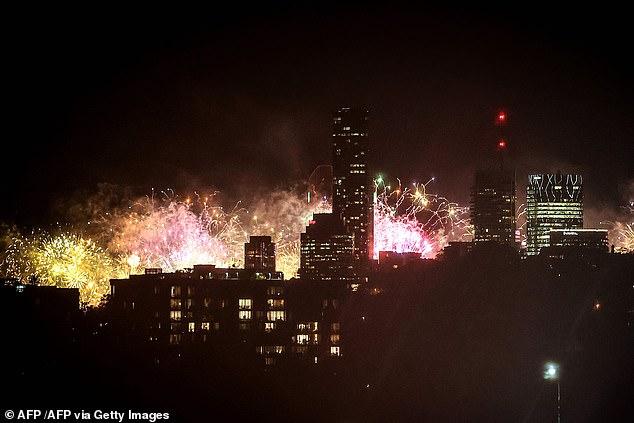 Vuurwerk explodeert boven Brisbane, de gaststad van de Olympische Spelen van 2032