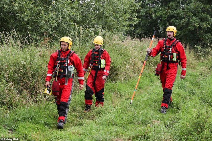 Police divers and firefighters have spent a second day searching the River Trent in Swarkstone, Derbyshire, after a man got into difficulty in the water yesterday