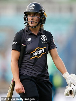 Originals opener Emma Lamb was the player to walk as she nicked Kapp's delivery behind