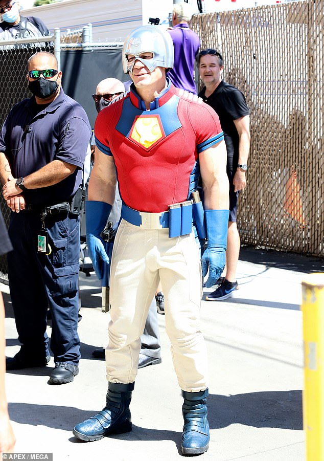 Full costume:The costume also includes a form-fitting red shirt with a blue and yellow crest over his chest, blue gloves and a blue utility belt