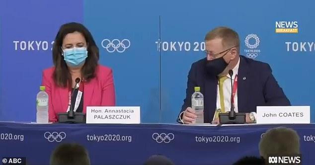 IOC-vicevoorzitter John Coates (rechts) ontkende donderdag de beschuldigingen van pesten nadat hij de premier van Queensland, Annastacia Palaszczuk (links) publiekelijk had berispt voor het niet bijwonen van de openingsceremonie van Tokyo 2020 op vrijdag