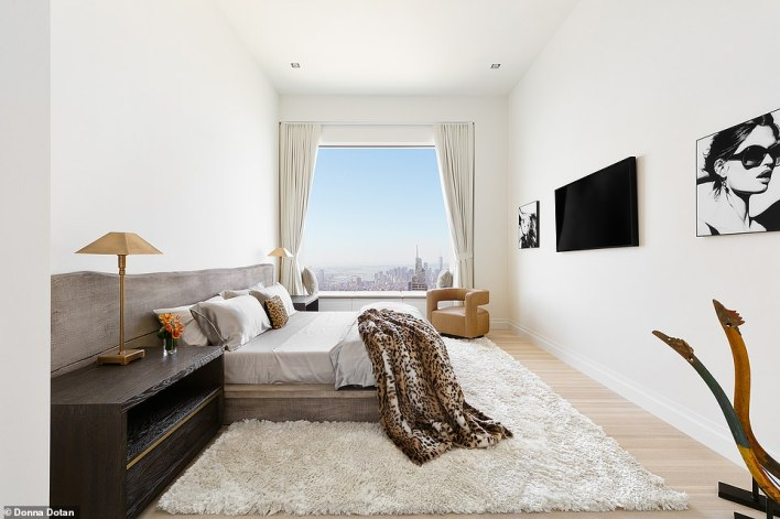 The penthouse, with six bedrooms and seven bathrooms, is offered for $169 million m