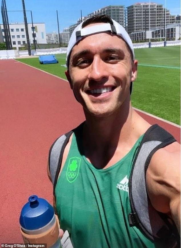 Even oefenen: nadat hij in Tokio was geland, deelde hij ook een selfie van zichzelf terwijl hij aan het trainen was voordat de wedstrijden begonnen