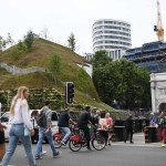 London's £2m Marble Arch Mound is mocked for looking like a 'slag heap' that 'costs 6p a step' 💥👩💥
