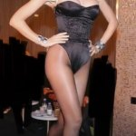 Holly Madison shares throwback photo from Playboy event where she thought her thighs were 'huge'💥👩💥💥👩💥