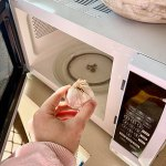 'It just slips right out': How to use a MICROWAVE to peel your messy garlic cloves with ease 💥👩💥💥👩💥