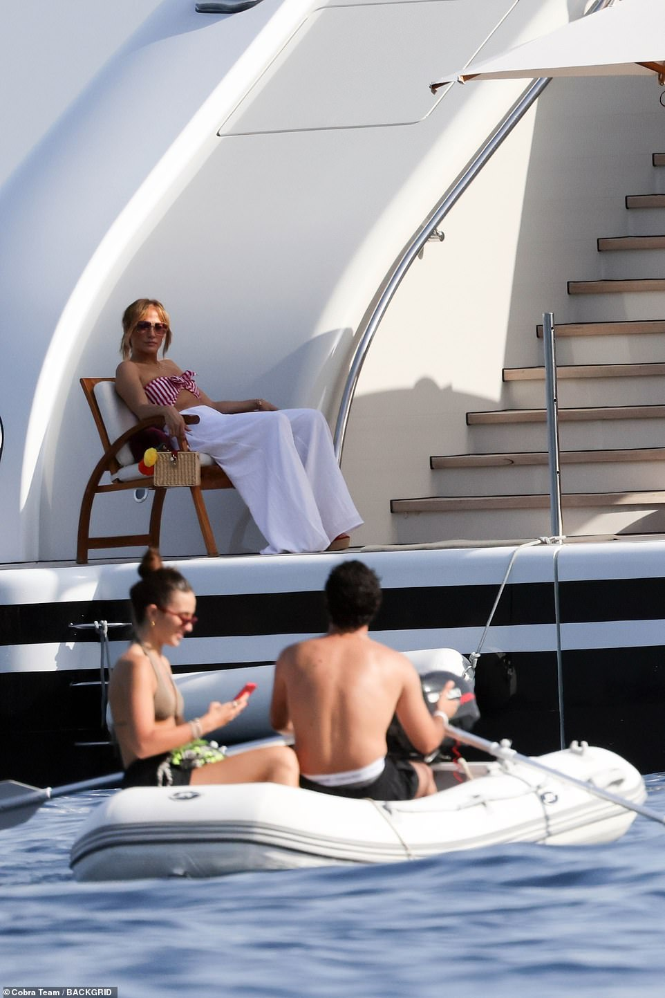 What is happening here?  Jen appeared to come into contact with a couple on a boat although it was not clear if they were part of Bennifer's crew