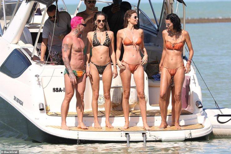 Victoria's Secret vet Alessandra Ambrosio shows off her supermodel curves