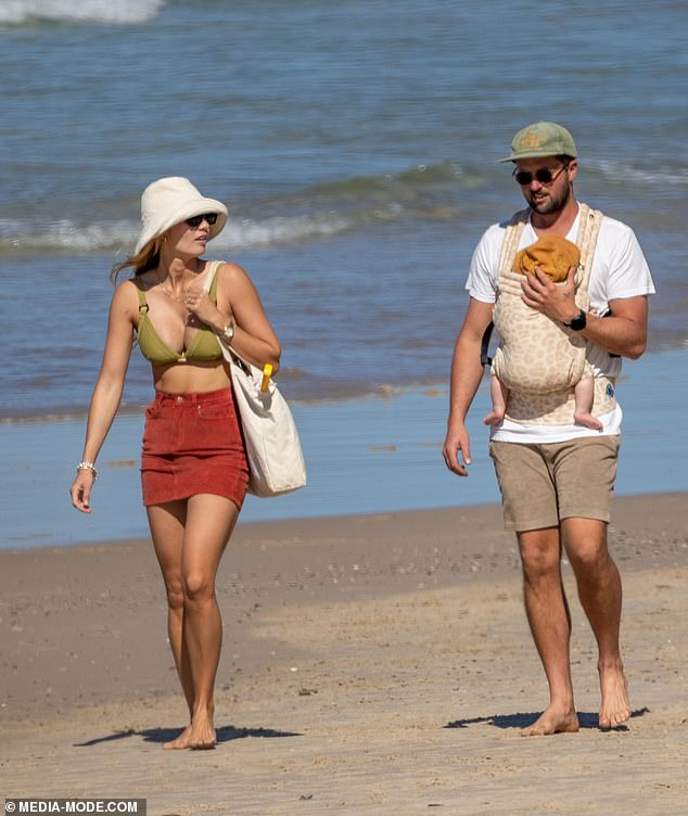 Family outing!Elyse showed off her slender post-baby body in a bikini as they enjoyed a beach day
