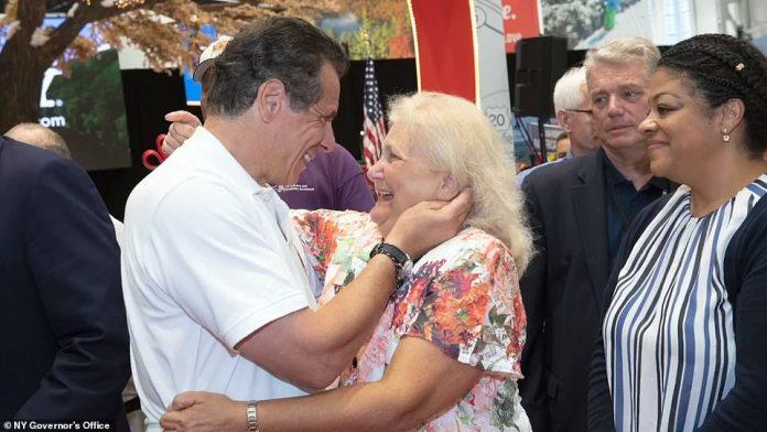 ¿I do kiss people on the hand, I do embrace people, I do hug people,¿ Cuomo said