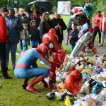 Hundreds of well-wishers release red balloons at vigil for Logan, five, who was found dead in river 💥👩💥