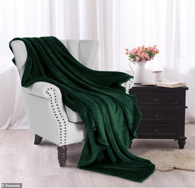 With over 16,000 perfect five-star reviews, the Exclusivo Mezcla Flannel Fleece Soft Throw Blanket is a hugely popular buy