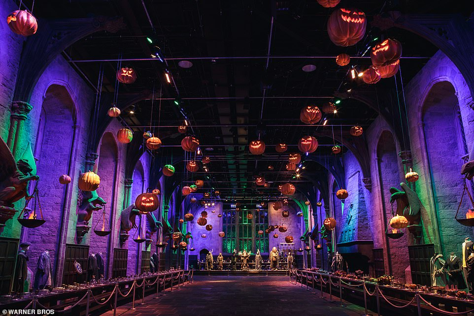The floating pumpkins in the Great Hall werehandcrafted by the Head Propmaker on the Harry Potter films,Pierre Bohanna