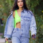 Megan Fox flashes her underboob in a cut out top that also highlights her toned midriff💥👩💥💥👩💥