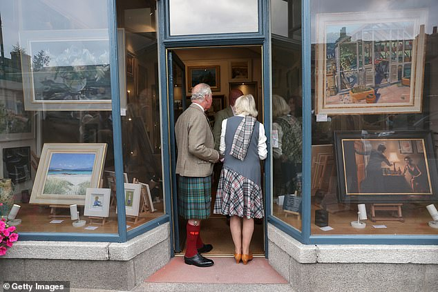 A spot of art for Dumfries House? The couple also browsed pictures on display in an art shop