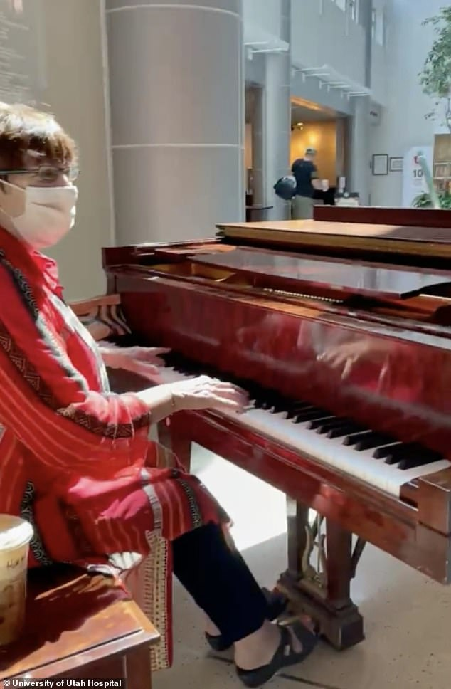 A volunteer pianist was playing Richard Clayderman's 1977 instrumental Ballade Pour Adeline when Martinson decided to start dancing
