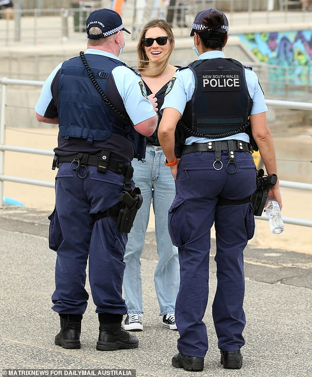 Police speak to a Sydneysider at Bondi Beach on August 28. NSW Police on Tuesday announced all of its staff would have until September 30 to receive their first dose and November 30 to be fully vaccinated