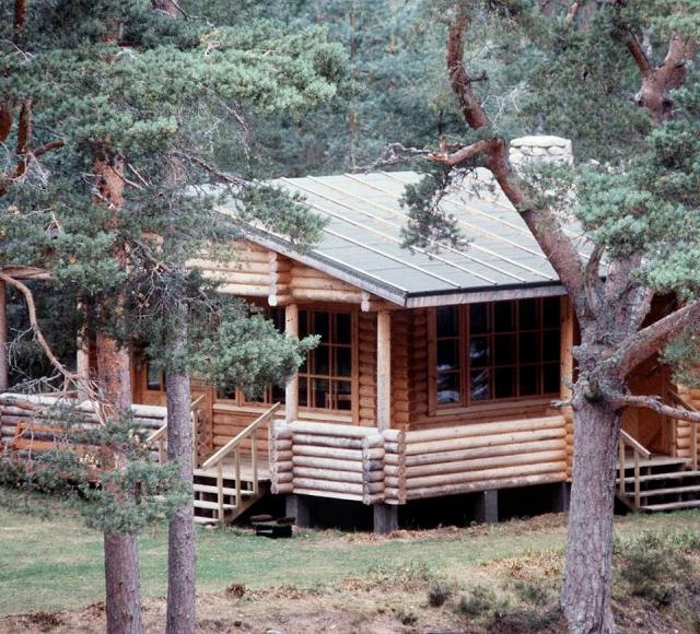 Andrew joined his mother for lunch at a secluded cabin in a forest around six miles from the castle for the midday summit