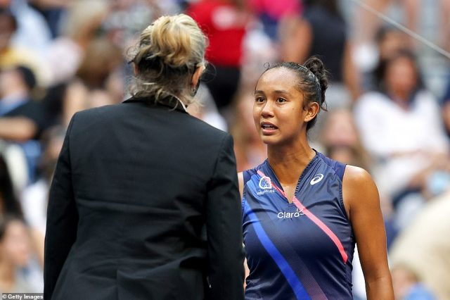 Fernandez complained furiously to the umpire as she felt Raducanu was using her leg injury to take a breather