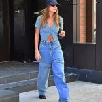 Hailey Bieber flashes her taut midriff in a cute blue crochet cardigan as she steps out in NYC💥👩💥💥👩💥