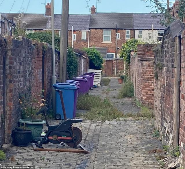 The alleyway before it was transformed