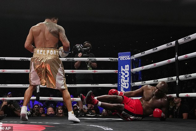 Money was the only motivation for a bout that came to a welcome conclusion in the first round