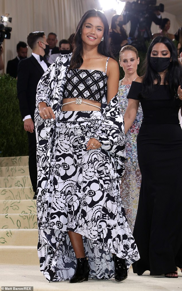 Top of the crops!The sportswoman flashed her toned abs in a crop top and donned a bejewelled body chain that complemented her glittering earrings