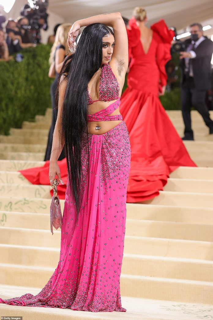 Madonna's daughter Lourdes Leon proudly reveals off armpit hair on the 2021 Met Gala - NN News