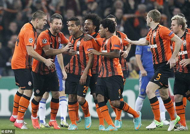 Shakhtar Donetsk, spearheaded by Willian, beat Chelsea to leave them teetering on the brink