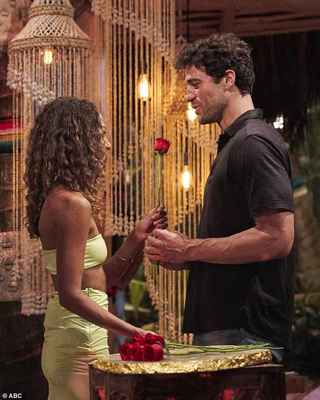 Rose ceremony: Rose offered his rose to Serena Pitt and she accepted