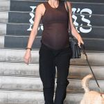 Heavily pregnant Georgia Fowler dons $750 designer shoes as she takes her beloved dog for a walk💥👩💥💥👩💥