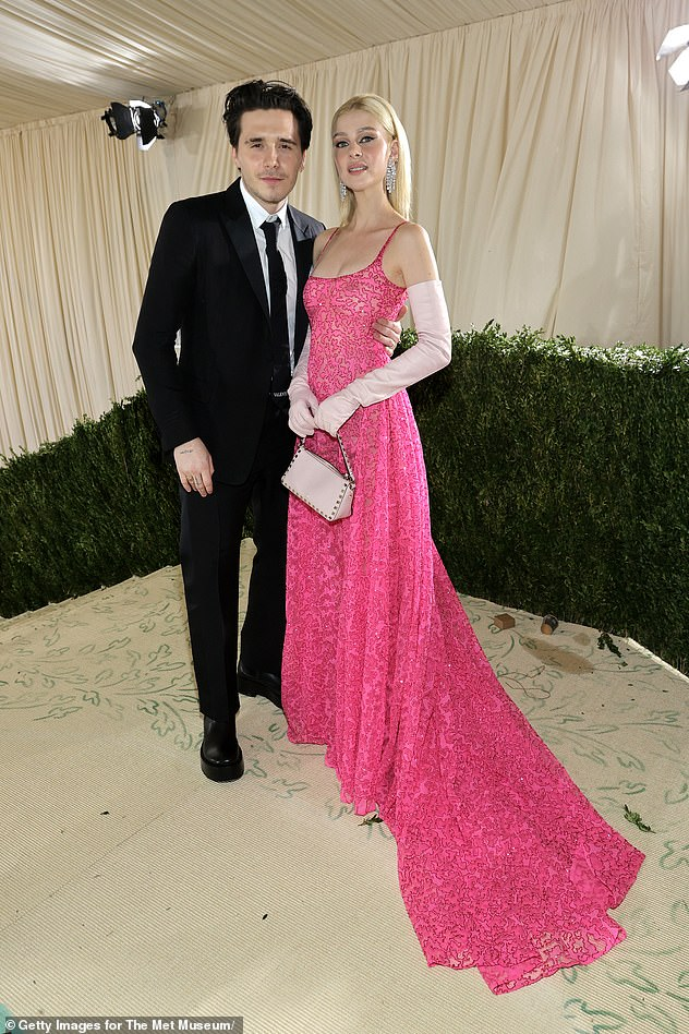 Nightlife: Earlier in the night, the loving couple presented a very cozy exhibit at the Metropolitan Museum of Art