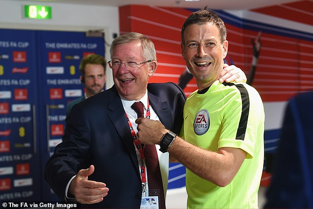 Clattenburg shares a joke with Ferguson before the FA Cup final at Wembley in 2016