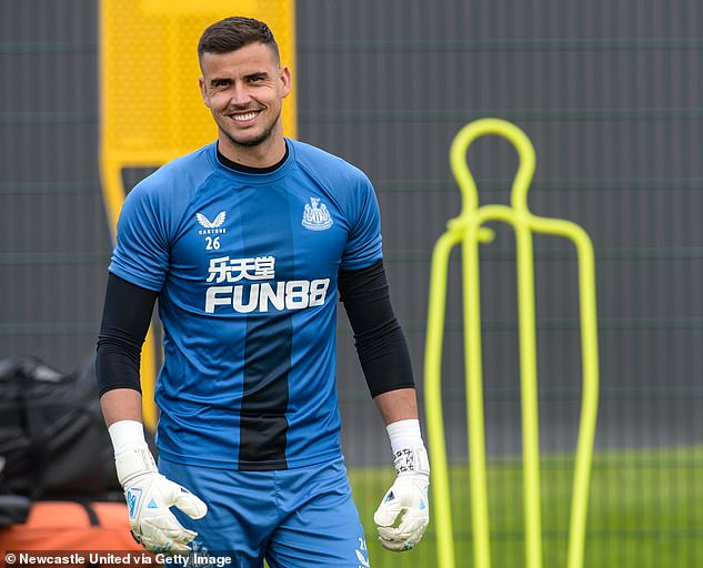 Newcastle goalkeeper Carl Darlow hospitalized with covid, loses five kilos from fatigue